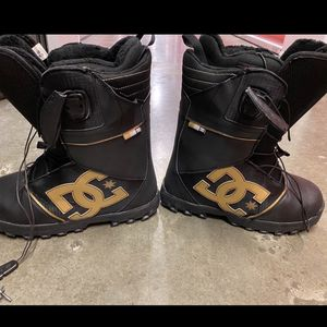 Men's 9.5 DC Snowboarding Boots for Sale in Irving, TX