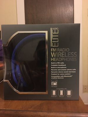 New FM radio wireless headphones for Sale in St. Louis, MO