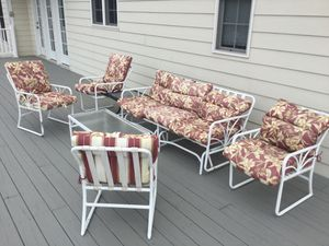 5 piece patio set with glider for Sale in Mount Weather, VA