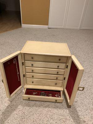 Vintage jewelry box for Sale in Mundelein, IL