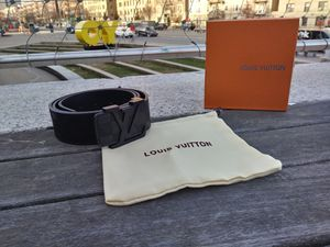 LV Belt for Sale in Brooklyn, NY
