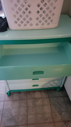 GREEN PLASTIC DRAWER for Sale in Lynwood, CA