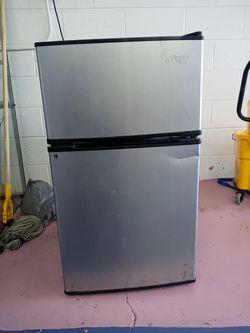 Artic King mini fridge for Sale in Las Vegas,  NV