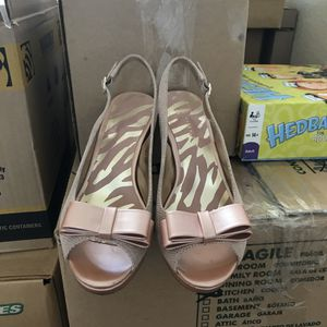 Beautiful rose color shoes size 7 1/2 Anne Klein brand for Sale in Henderson, NV