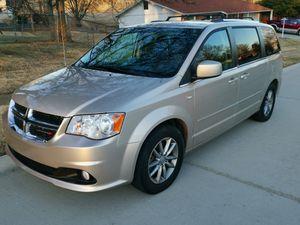 2014 Dodge Grand Caravan SXT 30th anniversary for Sale in Hazelwood, MO