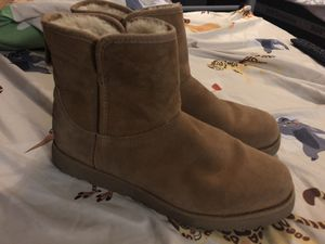 Women's mini ugg boots size 7.5 chestnut for Sale in Brooklyn, NY