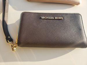 Michael kors brown wallet $30 for Sale in Fresno, CA