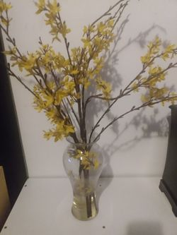 Beautiful Yellow Flowers In Vase With Fake Water for Sale in Eagle Lake,  FL