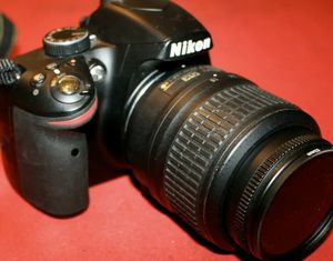 Nikon D3200 24.2MP Digital SLR Camera AF-S DX SWM ED 18-55mm 64GB excellent Condition. GRATIS TRIPIÉ Y CASE PARA LA CÁMARA 📸 for Sale in Montclair, CA