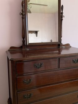 Free** Mahogany bedroom set for Sale in Whittier,  CA