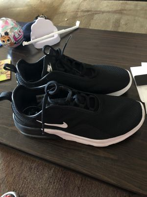 Nikes men's size 10 1/2 sneakers for Sale in New York, NY