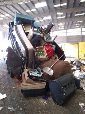 Trash hauls junk hauls for Sale in Jurupa Valley, CA