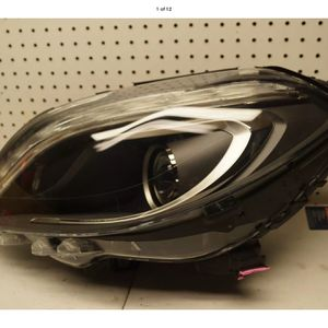 2015 2016 2017 MERCEDES BENZ B CLASS LEFT SIDE BI XENON HEADLIGHT OEM for Sale in Compton, CA