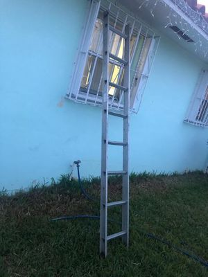 8 feet aluminum ladder for Sale in Miami, FL