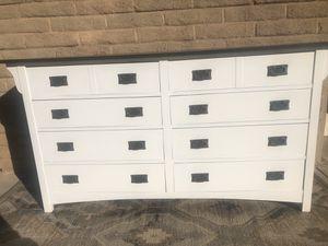 Fantastic White Bassett Dresser for Sale in Scottsdale, AZ