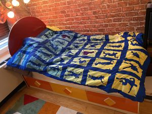 Twin size kids bed for Sale in Queens, NY