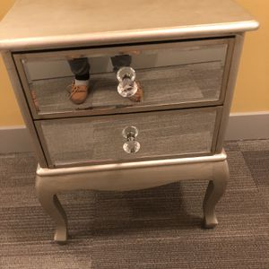 One End table two draws for Sale in Baltimore, MD