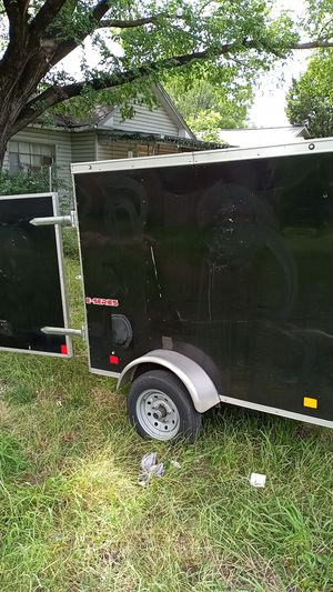 Fully enclosed utility trailer with step up diamond plated edges very clean perfect for tools startup company small moving projects and camping for Sale in Dallas, TX