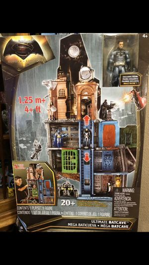 New Ultimate Batcave, Batman Vs Superman Playset by DC Comics for Sale in Lumberton, TX