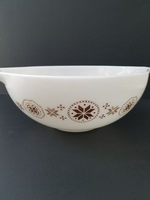 Vintage Pyrex Town and Country Brown 4 qt dish for Sale in San Diego, CA