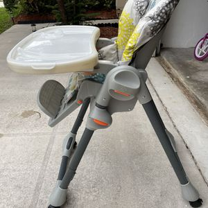 Chicco High Chair for Sale in Boca Raton, FL
