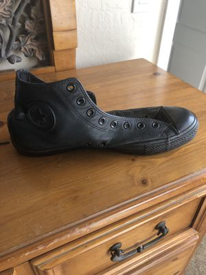 Men's size 11 black leather converse for Sale in Laveen Village, AZ