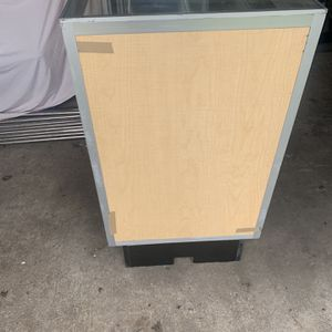 Showcase Used Good conditions for Sale in Houston, TX