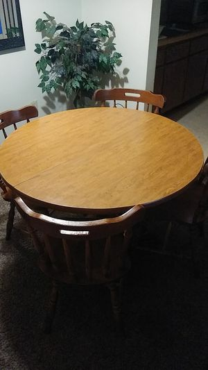 Wood dining room table and chairs for Sale in Cuyahoga Falls, OH