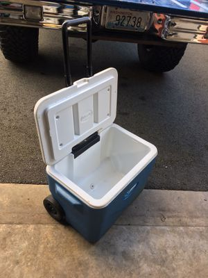 Rolling cooler with wheels Coleman for Sale in Arlington, WA