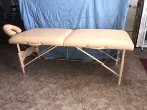 Earthlife Massage Table for Sale in Albuquerque, NM