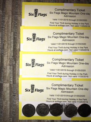 🎢❄️🎄SIX FLAGS MAGIC MOUNTAIN 🏔 HOLIDAY 🎄🎁 IN THE PARK (4) TICKETS 🎟🎟🎟🎟 $40 EACH FIRM 🎢❄️🎄🎁 for Sale in Lynwood, CA