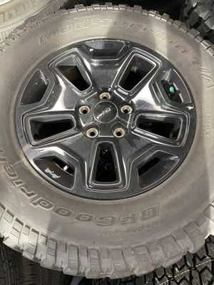 Jeep Wrangler tires for Sale in Chicago, IL