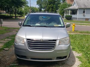 2010 Chrysler town and country for Sale in Akron, OH