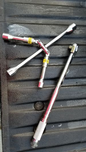 Universal Lug Nut Wrench, Torque Wrench, Car, Truck, Auto for Sale in Sykesville, MD