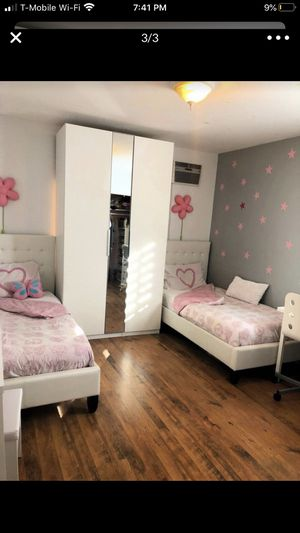 2 beds and mattresses for Sale in Los Angeles, CA