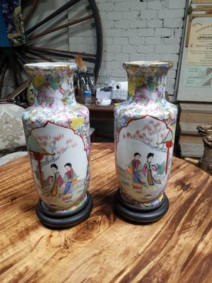 Pair of Chinese porcelain vases for Sale in Los Angeles, CA