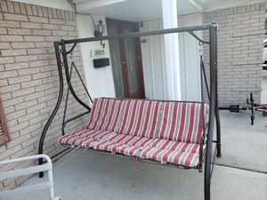 PORCH BED SWING HEAVY DUTY WITH CUSHIONS for Sale in Dearborn Heights, MI
