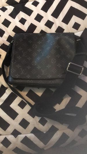 REAL AUTHENTIC LV MESSENGER BAG for Sale in Dallas, TX