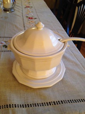 Soup Tureen. Large for Sale in Crownsville, MD