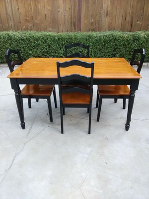 Nice dining table with 4 chairs for Sale in Fresno, CA