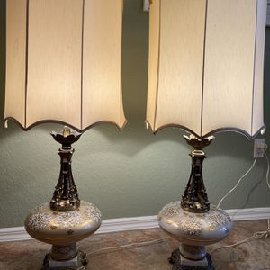 A Pair Of Onate Old World Vintage Lamps for Sale in New Port Richey, FL