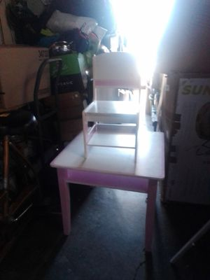 Kids desk with chair and storage for books for Sale in Tustin, CA