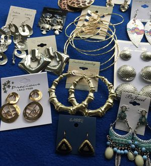 Lote aretes accesorios for Sale in Spring Valley, CA