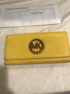 Michael Kors Leather Wallet (authentic) for Sale in Lincolnia, VA