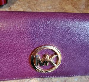 Beautiful Michael Kors Leather Wallet for Sale in Virginia Beach, VA