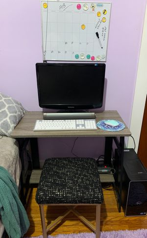Computer all the parts the stool the table has everything you need for Sale in Rochester, NY