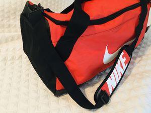 Orange Nike duffle bag for Sale in Tacoma, WA