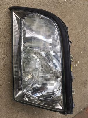 Mercedes Benz head light for Sale in Los Angeles, CA