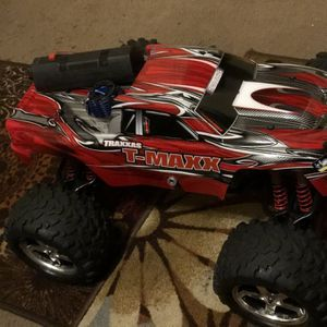 Rc Traxxas T-maxx 3.3 is ready to race, only two tanks have run it almost new. for Sale in Dallas, TX