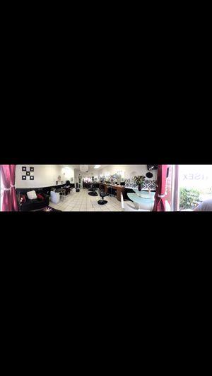 Renta de peluquería en hialeah for Sale in Hialeah, FL